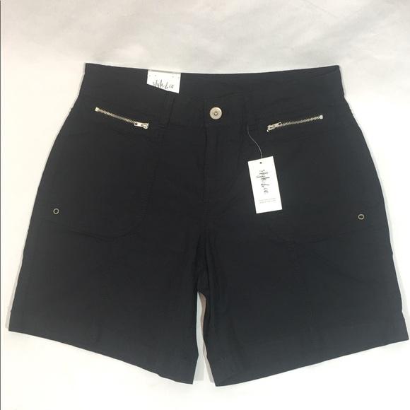 a4a68b91342 ... Macy's Women's Black Zipper Shorts Sz 6. M_5afd1f9db7f72bd7a870eb45
